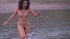 Обнаженная Ширли Ю на пляже