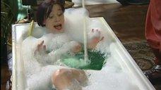 Женщина на оригинальном сеансе приема ванны