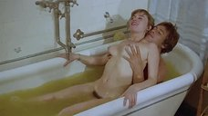 Секс с Лаурой Премика в ванне