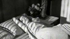 1. Насильник раздевает Гиги Дарлен – Плохие девочки отправляются в ад