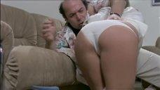 Хозяин гостиницы пристает к Анне Марии Риццоли