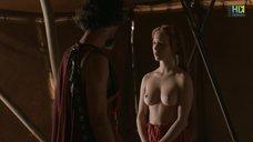 Красивая голая грудь Капуцин Делаби