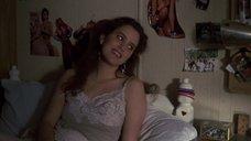 Секси Айони Скай в ночнушке