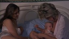 Ханна Шигулла кормит грудью ребенка Орнеллы Мути