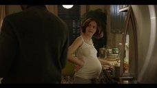 Беременная Оливия Кук без лифчика