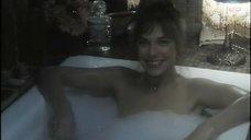 Джейн Биркин принимает ванну