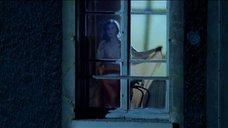 Клотильда Куро раздевается возле окна