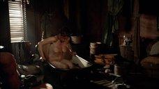 Обнаженная Робин Вайгерт принимает ванну