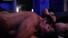 Роксана Мескида мастурбирует, наблюдая за изменой с Джордин Чанг