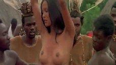 Лаура Гемсер занимается сексом во время ритуального танца