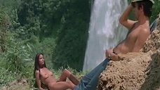 3. Эро сцена с Лаурой Гемсер на природе – Черная Эммануэль