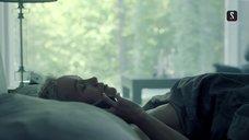 1. Дарья Мороз топлес в постели – Содержанки