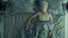 6. Дарья Мороз топлес в постели – Содержанки