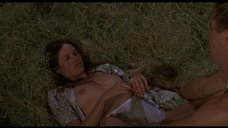 Секс с Барбарой Херши на сене