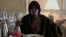 Грейс Джонс засветила голую грудь