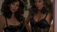 Секси Ким Кэтролл и Дана Дилэйни в белье