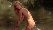 Таня Робертс купается полностью голой
