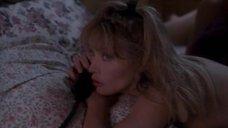1. Раздетая Таня Робертс говорит по телефону – Почти беременна