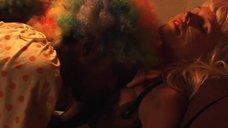 2. Интим со спящей девушкой на вечеринке – Чей-то стук в дверь