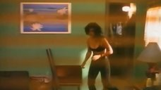 4. Кортни Кокс в лифчике – Голубая пустыня