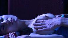 2. Голая грудь У Цин-Цин – Захватчик 33D