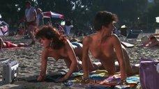 3. Испуганные девушки засветили грудь ня пляже – Полицейская академия 2: Их первое задание