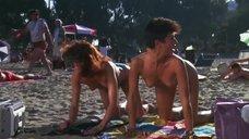 Испуганные девушки засветили грудь ня пляже