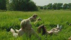 1. Голая молодежь веселится в поле – Мы
