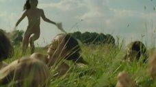 2. Голая молодежь веселится в поле – Мы