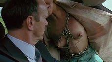 Аманда Пламмер оголила свою грудь