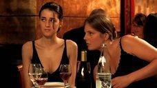Лизе Беллинк и Маруся Дюбрёй мастурбируют в ресторане