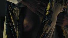 Сабина Ахмедова засветила голую грудь