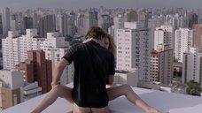 Алин Джонс занимается сексом на крыше