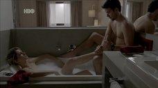 Мишель Батиста принимает ванну с пеной