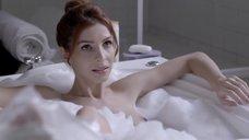 Мишель Батиста в ванне с пеной