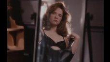 Секси Лиа Томпсон перед зеркалом