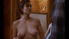 Мишель Джонсон показала голую грудь