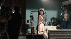 Горячая Доминик Фишбэк в образе медсестры