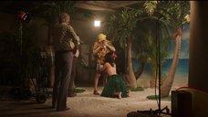 Съемка сцены минета с Эмили Миде