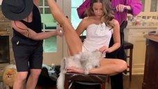 Кейт Бекинсейл показывает свою растяжку