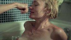 24. Голые Виктория Толстоганова и Виктория Исакова в ванной – Очень женские истории