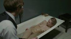 Пьяная голая Ольга Шкабарня в ванне