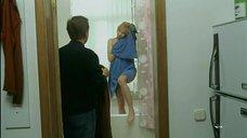 Ольга Спиридонова прикрывается полотенцем