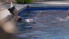 Камила Мендес в купальнике