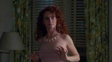 7. Мелисса Лео показывает голую грудь – Древнейшая профессия