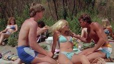 G.T. Taylor в купальнике на пляже