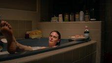 Эмили Дешанель заснула в ванне