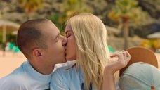 Поцелуй с Зоей Бербер
