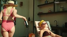 Зоя Бербер в купальнике