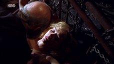 Сцена изнасилования прикованной Симоне Споладоре